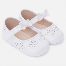 White Die Cut Mary Jane Pram Shoes (9814)